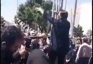 """Brave woman chants """"Death to Khamenei"""""""