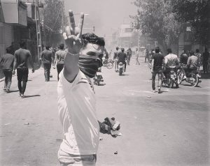 A protester in Isfahan resisting the IRGC forces who had attacked the protesters.