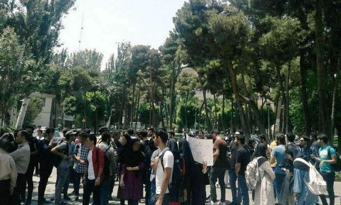 Students_of_the_Iran_University_of_Science_and_Technology_in_Tehran