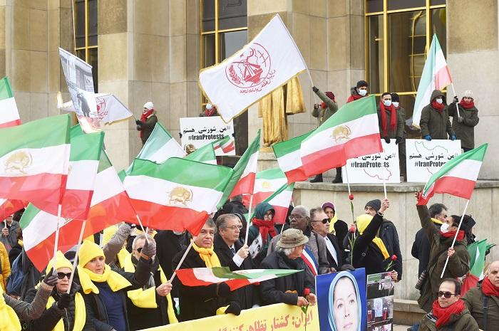 Iranians Protest against crackdown in Iran- Paris