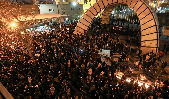 Iran protests spreads across universities around the country
