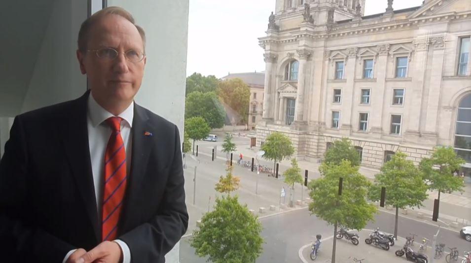 Klaus-Dieter Gröhler speaks at the event
