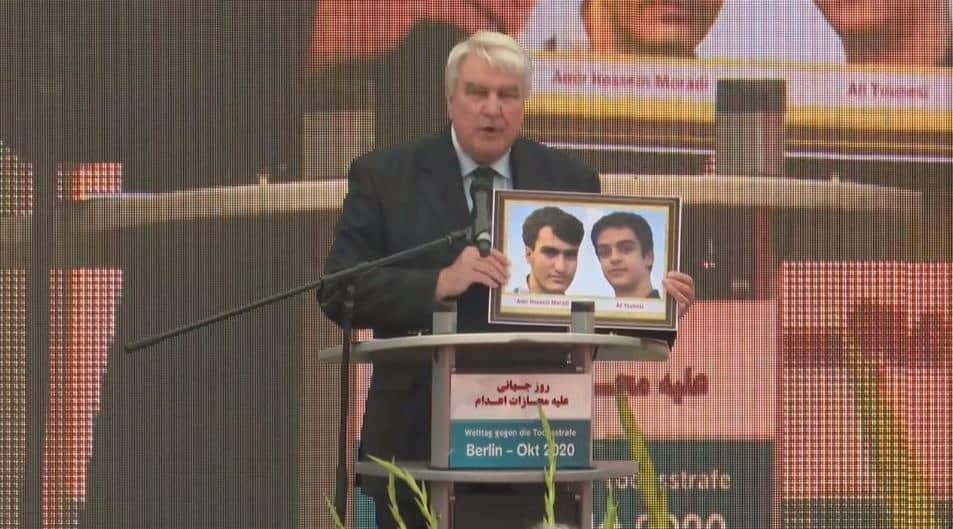 Leo Dautzenberg speaks at the event
