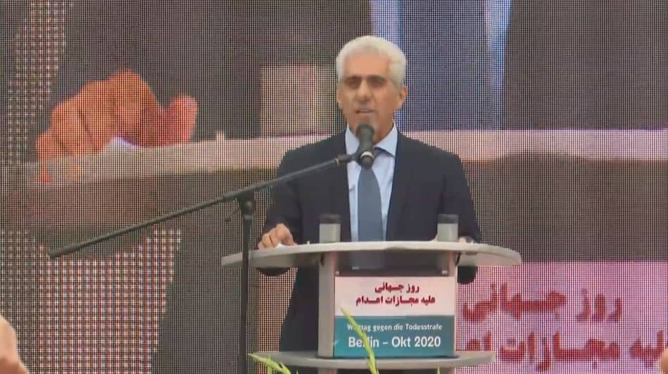 Reza Mohammadi speaks at the event